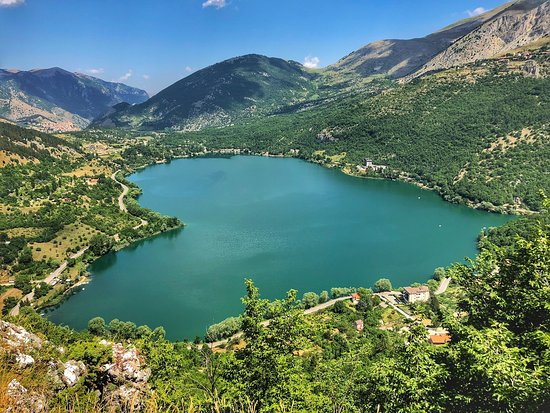 Romantis Banget, Ini 4 Danau Indah Dengan Bentuk Hati Yang Unik